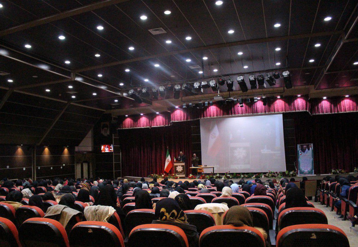 سمینار تغذیه با رویکرد افزایش و کاهش وزن ویژه بانوان در بزرگترین مجموعه فرهنگی آموزشی شمال غرب کشور برگزار شد