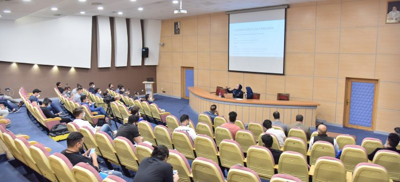 برگزاری سمینارهای بین المللی فیتنس آقایان و بانوان/ پاول فیلبورن به داوران ایرانی تدریس کرد